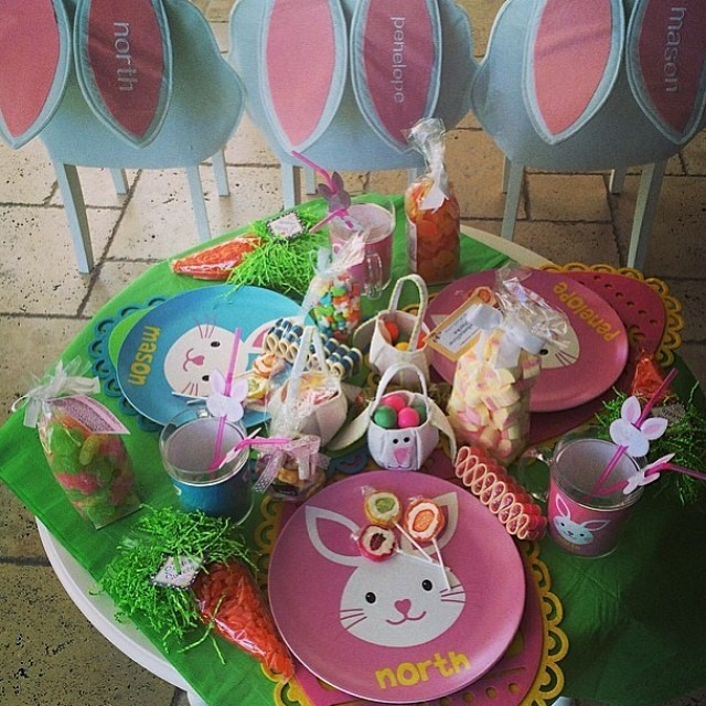 @krisjenner you are the ULTIMATE homemaker!! Love this kids table!!#easter #goodfriday #krisjenner #kidstable #homemaker #loveherstyle #andrewells #eastersunday #goodfriday #homedecor #tabledecor