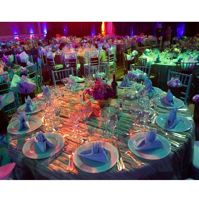 Dinner for 10 or 100, EAW will go above and beyond to make your night a beautiful memory! #eventsbyandrewells #EAWdesign #seateddinner #tbt #throwback #eventplanner #luxevents #hireaneventplanner #glam #luxurious #corporate #tabledecor #tablescape