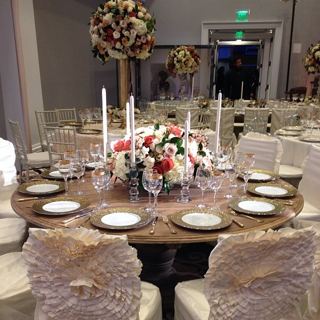 I Wood if I could! #eventsandrewells #tablescapetuesday #EAWdesign #tabledecor #tabletoptuesday #tablescape #andrewells #birthdayparty #eventplanning #luxevents #floral #glam #wood