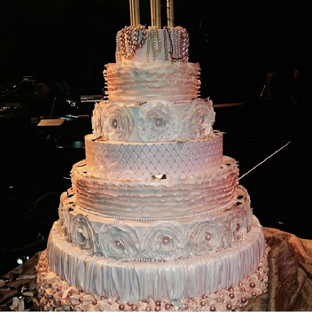 THIS is a cake!! And you know how much we love 20's themed parties!  It would have been amazing to plan #AndreaHissom's birthday party, so I'm sending a major salute to whoever designed this gorgeous cake! #eventplanning #cakecakecake #birthdayparty #eventplanner #vegas #celebrate #professionalbaker #birthdaycake #weddingcake #allinthedetails